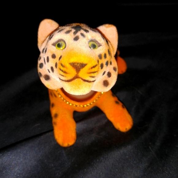 Bobbing  Tiger for back or front dash.